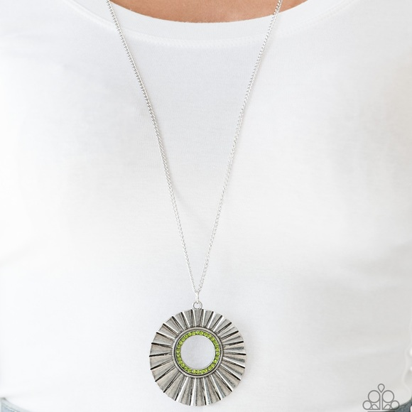 Chicly Centered Green necklace